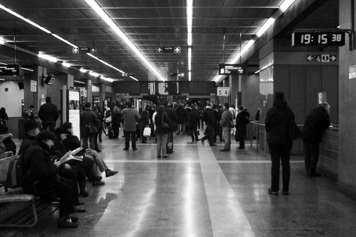 A Milano puoi pagare qualcuno per fare le code al tuo posto