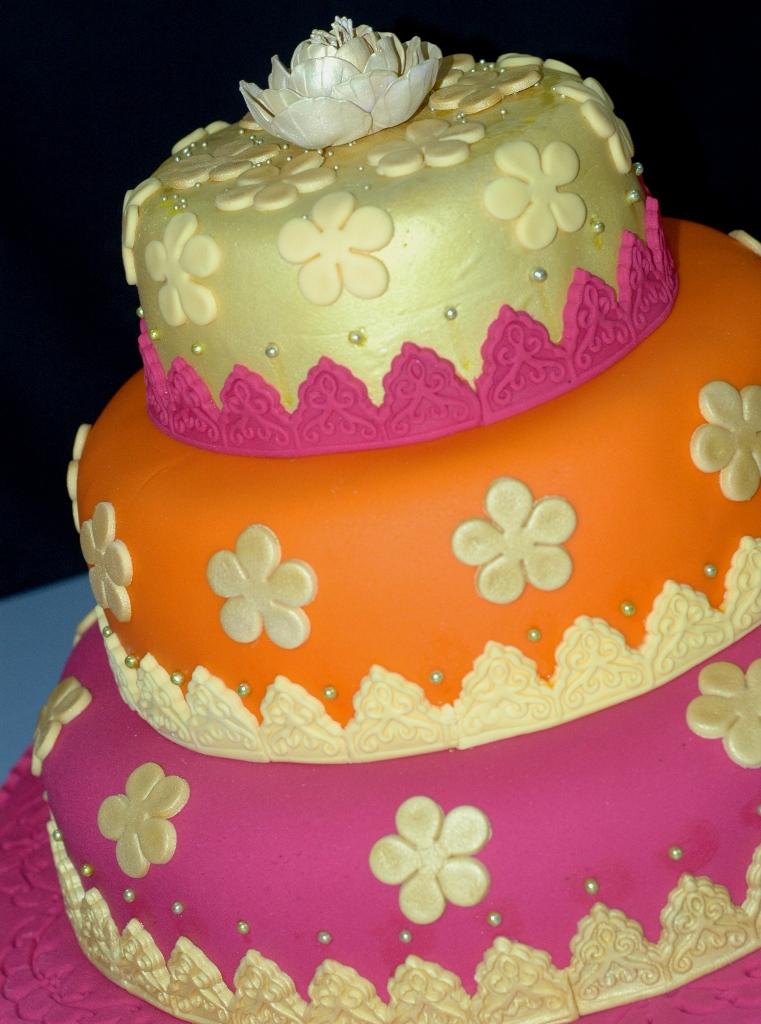 Lea oven arabian theme wedding cake for Arabian cake decoration