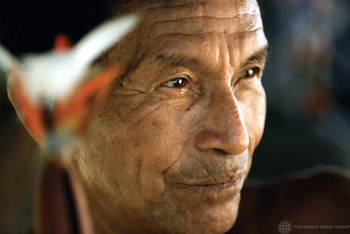 A member of the Tariana tribe in the Amazon region of Brazil. The Tarianas attempt to maintain their traditional life-style and show their customs to tourists to earn a living. Brazil. Photo: © Julio Pantoja / World Bank. http://www.flickr.com/photos/worldbank/2367326208/in/photostream/