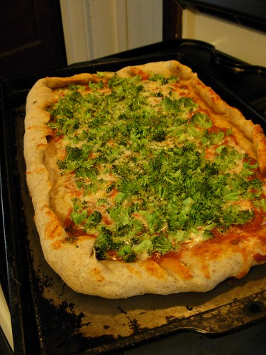 Sunday dinner/Monday lunch-- broccoli pizza