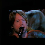 Keith Urban sings Tu Compania