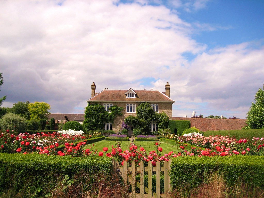 English Country House Thanks to everyone who has commented on and made this photograph a favourite. I am glad that so many people like it however please do not use this photograph without my permission. A few people have used this image on blogs which I have no problem with but some others have used it on sites which are purely for advertising. If anyone wants to put this on a commercial site I am happy to discuss terms.