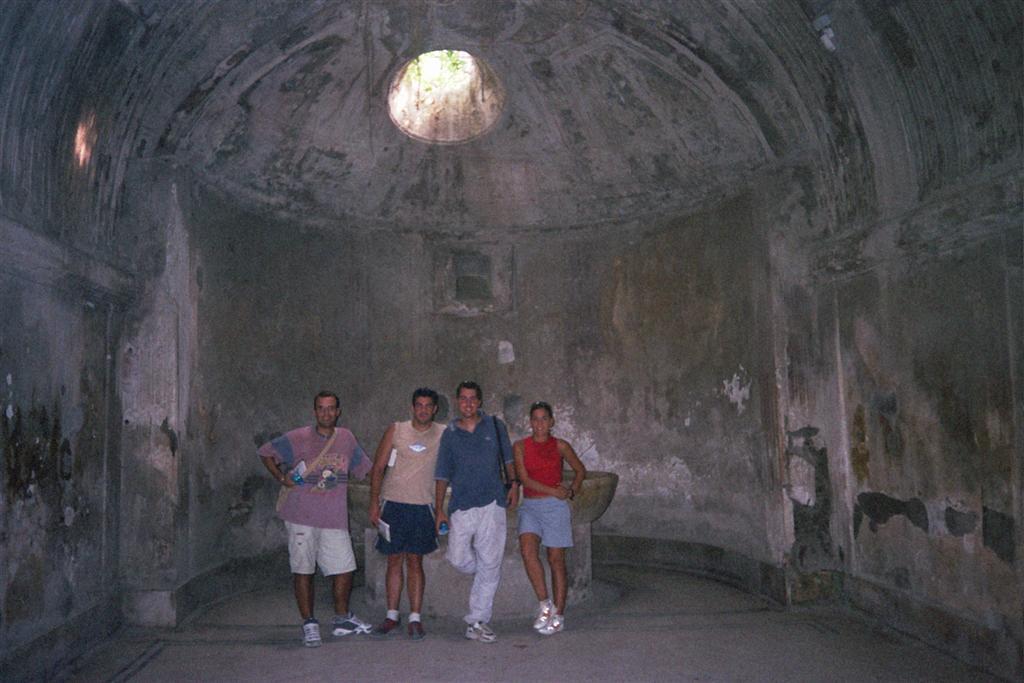 Dentro de las Termas pompeya - 2513212905 6a16922ff4 o - Pompeya, donde el tiempo se detuvo en un instante