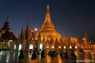Yangon - Swedagon Pagoda at dawn