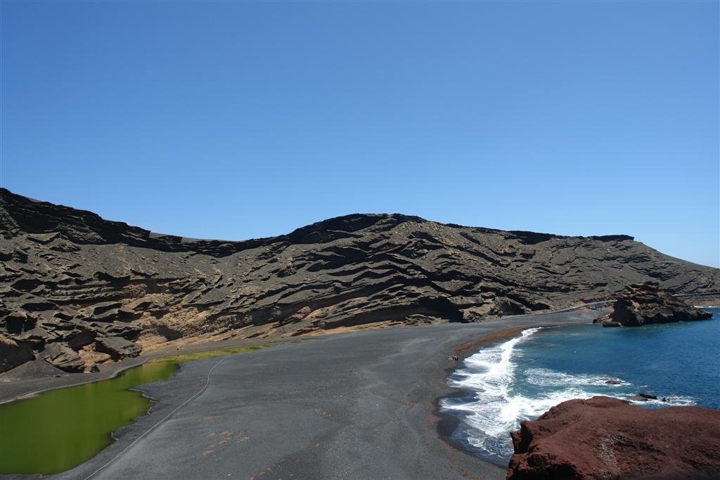 Laguna Verde en el Golfo de Lanzarote lugares que visitar en lanzarote - 2692498750 8c05dc6622 o - 5 increíbles lugares que visitar en Lanzarote