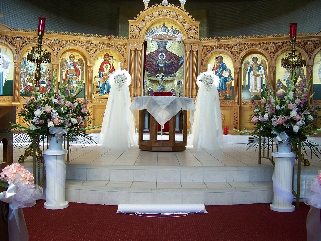 Church altar flower arrangements for Altar decoration
