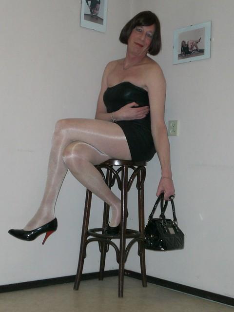 A pretty subculture slut tries huge cock