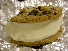 the cookie-ice cream samich