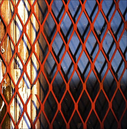 wood blue red white reflection window glass metal grit grid peeling paint shadows decay screening missinglink ysinembargo 287410