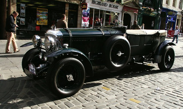classic Bentley on the Royal Mile 03