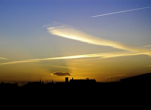 blue sunset shadow sky music sun color colour portugal azul skyline clouds dawn nikon laranja paisagem nuvens noite nuvem 1855mmf3556g escuro entardecer d40 nikonstunninggallery babaloud fazendasdealmeirim