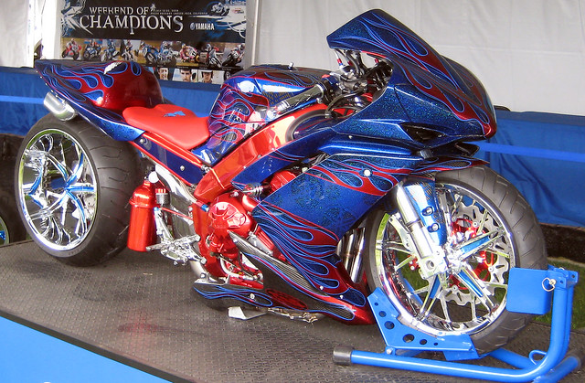 Custom R1 Paint Jobs http://www.flickr.com/photos/giege/2697886180/