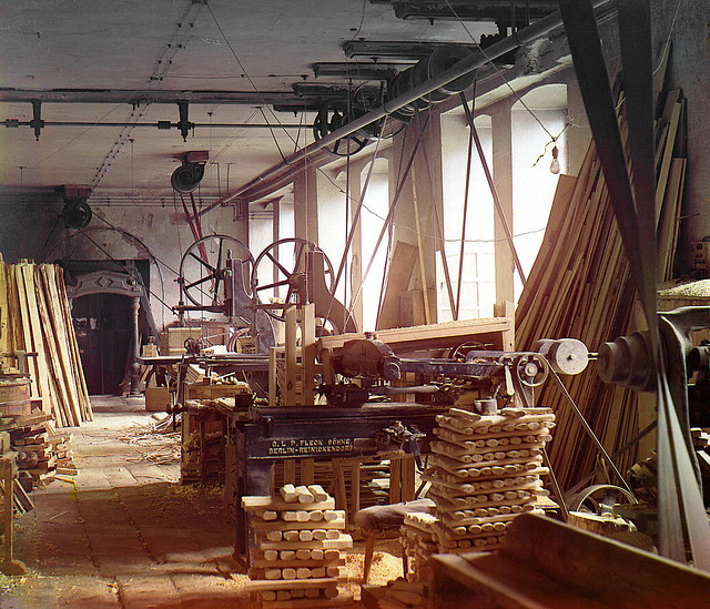 Joiner's shop for dressing sheath