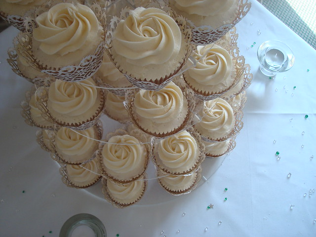 A simply beautiful ivory colour scheme with Ivory lace cupcake wrappers