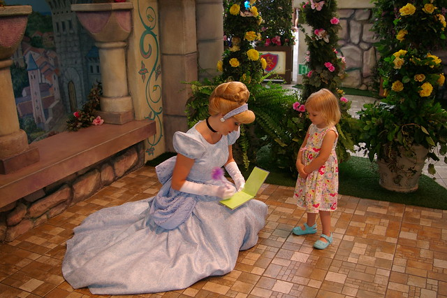 Amanda gets Cinderella's autograph