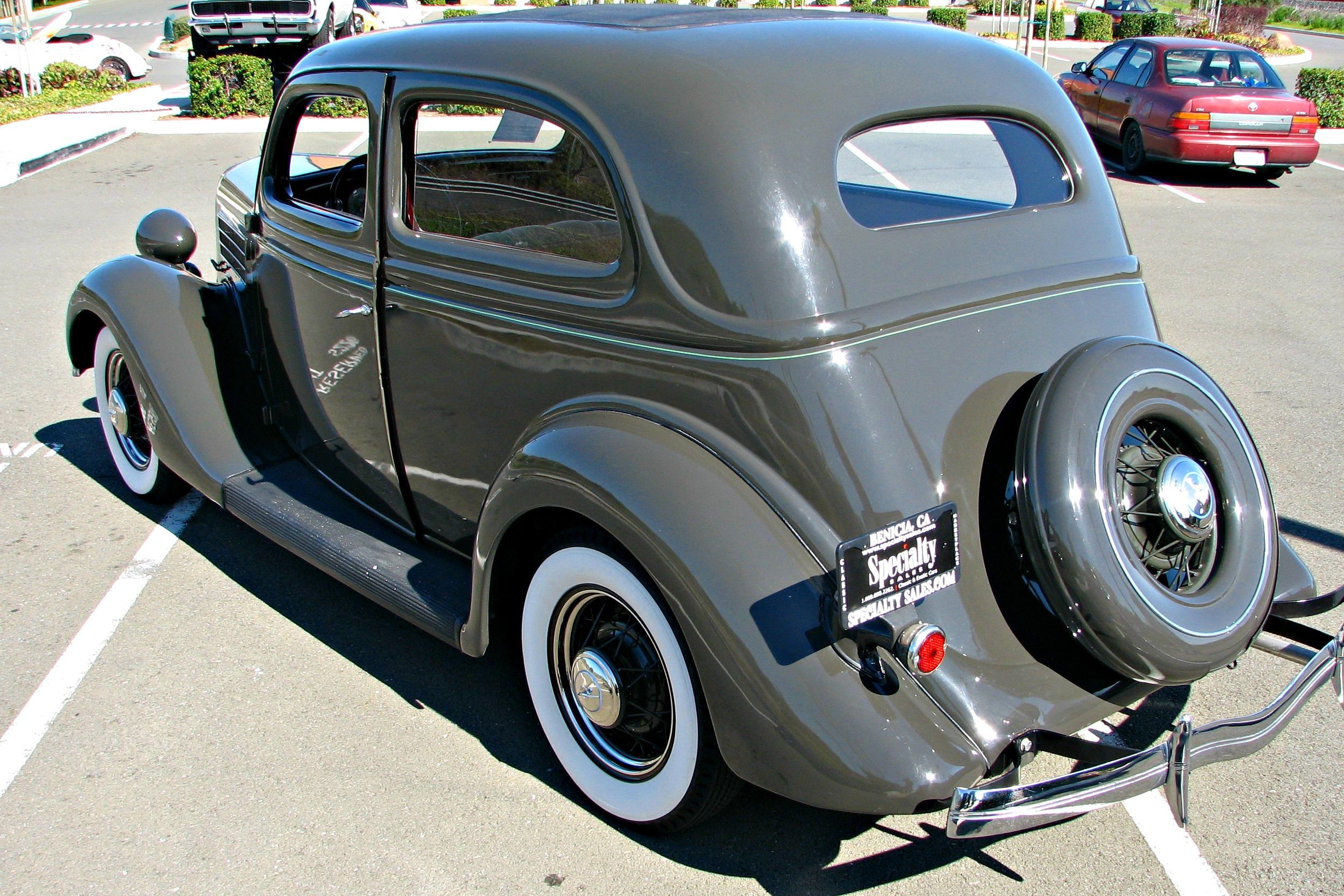 Please help identify car neogaf for 1936 ford 2 door slant back