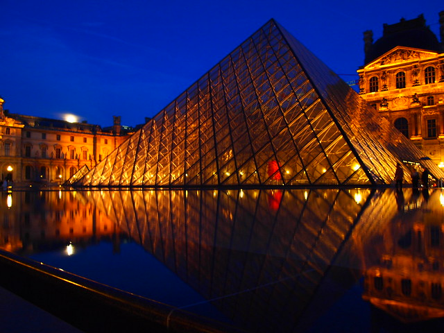 The City of Lights, Louvre Museum in Paris - Flickr CC leo gonzales