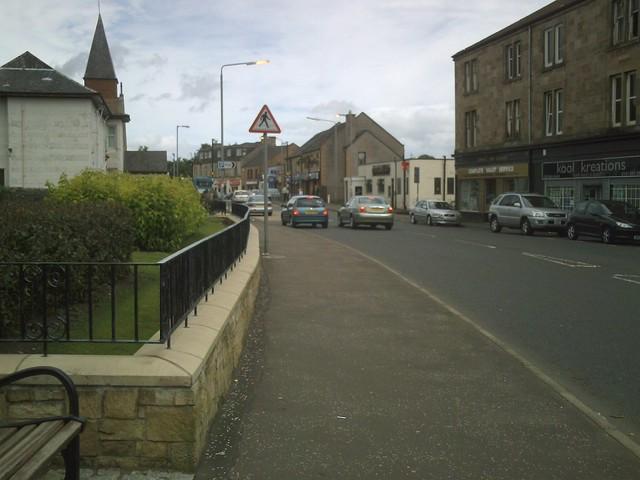 Neilston, Village