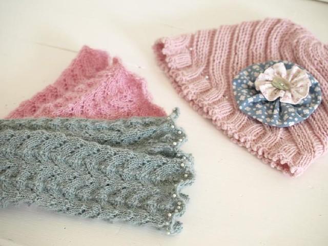 mütze und pulswärmer. in rosa.