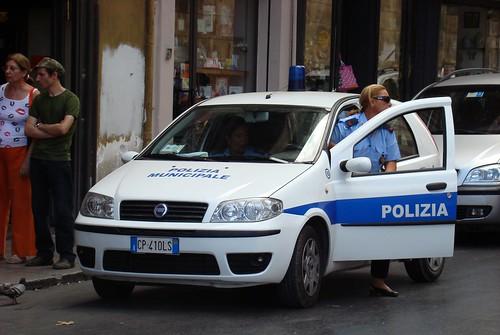 Palermo, donna sgozzata in casa$