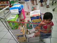 play(0.0), supermarket(1.0), shopping cart(1.0),