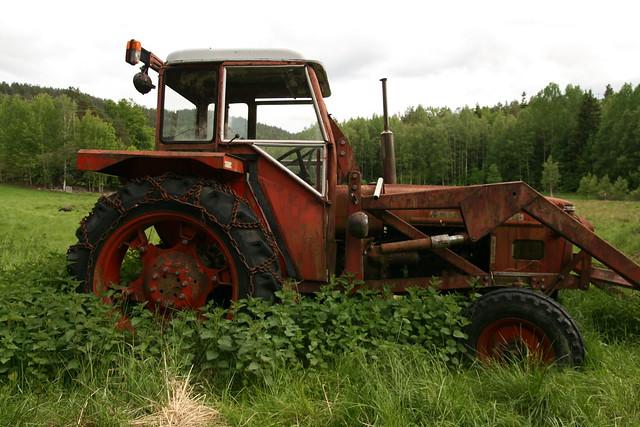 Tractor Broke Down : Broken down tractor flickr photo sharing