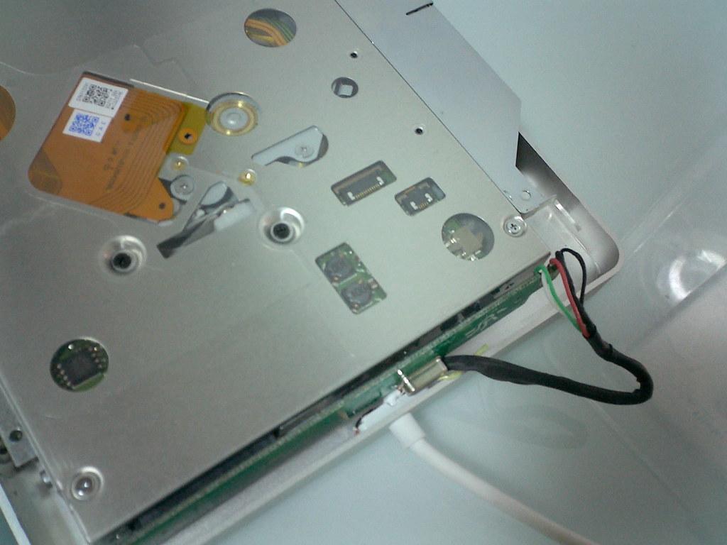 ケースに収めようとすると、USBケーブルとオシレーターが干渉してしまいます。