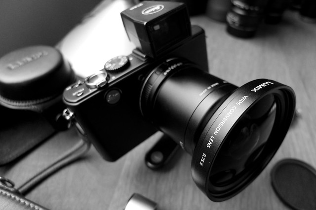 Leica D-Lux 4 With Wide Angle Converter And 21mm View