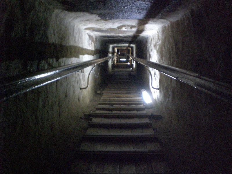 Pasaje de acceso a la Gran galería keops, en el interior de la gran pirámide - 2474574320 3077627ac0 o - Keops, en el interior de la Gran Pirámide