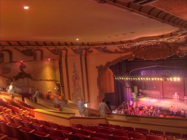Movie theatre in redwood city ca