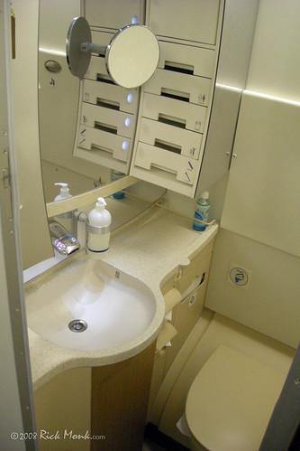On board the Airbus A380 - Ecomony bathroom