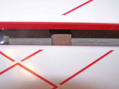 leaf-slide-mechanism-on-vintage metal table