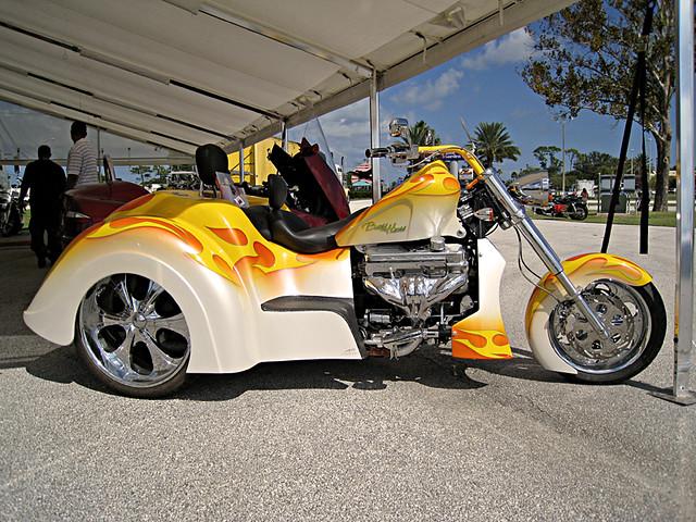 Boss Hog Motorcycle Trikes : Boss hoss trike displayed by at
