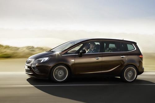 2012-Opel-Zafira-Tourer-9