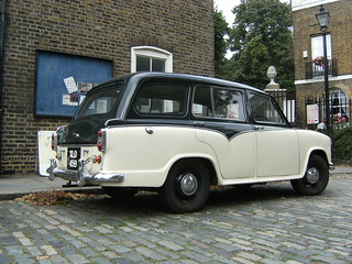 Morris Oxford 1500 Traveller motor car
