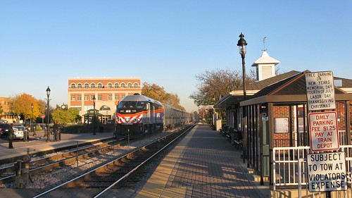 Westbound Metra commuter local arriving at the Itasca Illinois Metra commuter rail station. October 2008. by Eddie from Chicago