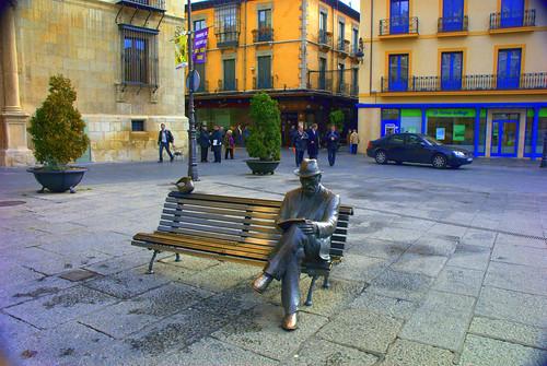 Leon Plaza  de Botines
