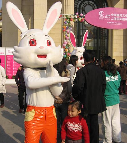 上海糖果文化节大白兔奶糖与萝莉_01