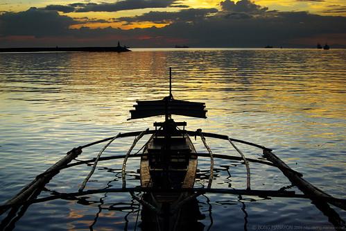 manilabay philippines colorphotoaward smcpa3570mmf4 pentaxk10d pentax k10d outrigger boat sunset dusk