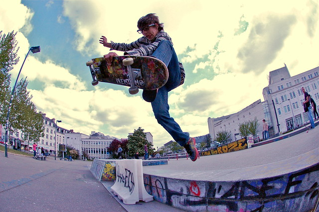 14 Skateboard Tricks for Beginners - Skateboarder