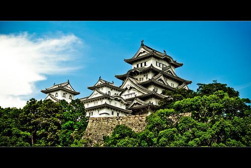 blue trees sky green castles nature topf25 colors japan digital buildings geotagged nikon colorful asia tl framed bluesky 日本 himeji nippon d200 nikkor dslr kansai nihon hyogo himejijo 18200mmf3556 utatafeature manganite nikonstunninggallery shirasagijo date:year=2006 date:month=august date:day=26 geo:lat=34838692 geo:lon=134694775 format:orientation=landscape format:ratio=21