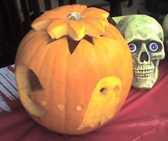 carving(1.0), pumpkin(1.0), calabaza(1.0), produce(1.0), winter squash(1.0), jack-o'-lantern(1.0), cucurbita(1.0), gourd(1.0),