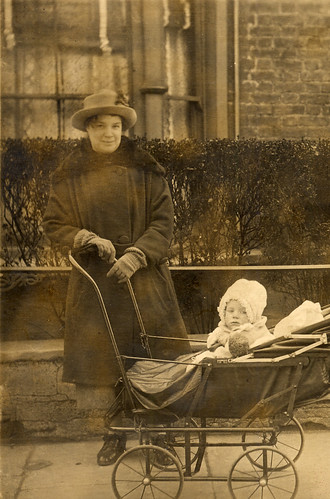 Mother and child in about 1918
