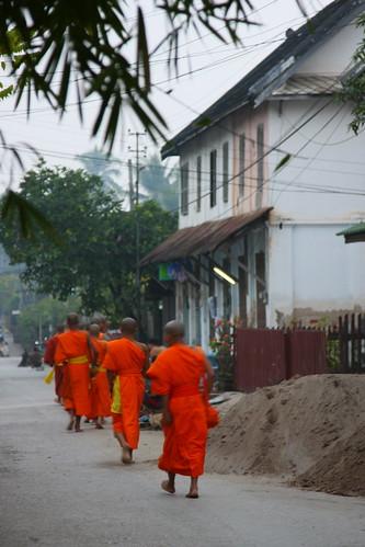 geotagged buddhism laos luangprabang 2007 almsgiving geo:lat=1989405876931271 geo:lon=1021391943174945