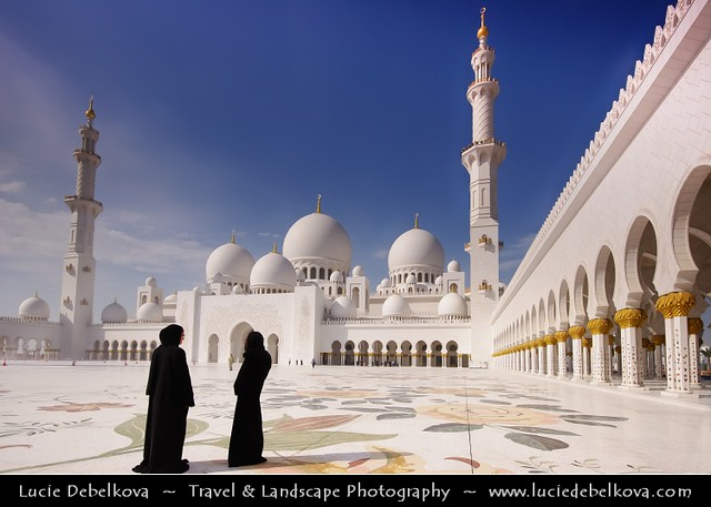 United Arab Emirates - Abu Dhabi - Sheikh Zayed Grand Mosque and two women in abaya