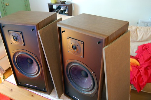 large advent 5002 speakers for sale canuck audio mart. Black Bedroom Furniture Sets. Home Design Ideas