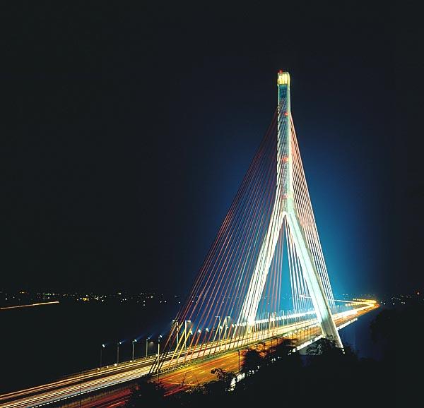 7034南二高斜張橋