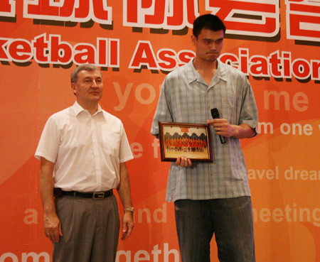 August 25th, 2008 - Yao Ming gives a goodbye gift to the men's Chinese Olympic coach Jonas Kazlauskas