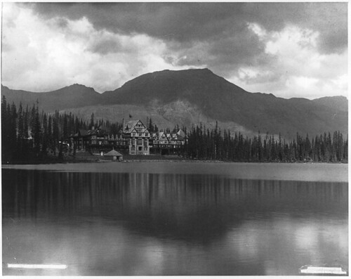 Lake Louise, Banff, AB, 1909 by Musée McCord Museum