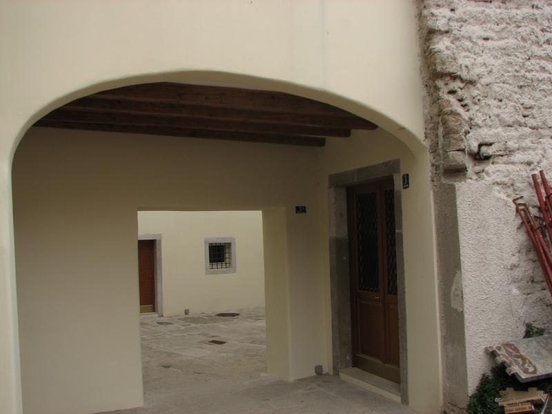 Citt vecchia via del pozzo di crosada for Casa del merluzzo del capo con portico
